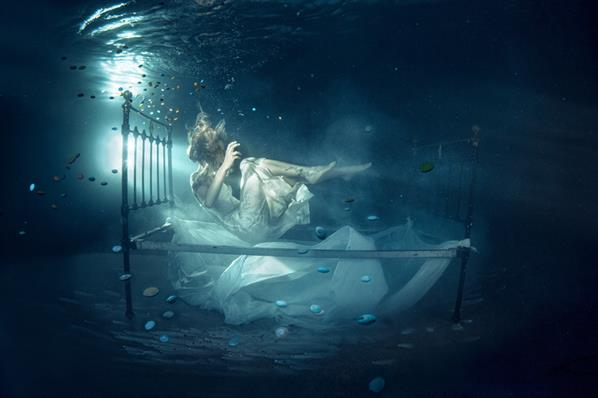 Girl Suicide On Underwater Bed Photoshop Manipulation